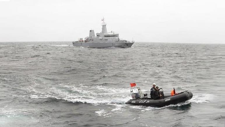 البحرية الملكية تعترض قارب فيه 86 حراك إفريقي نواحي الكركرات