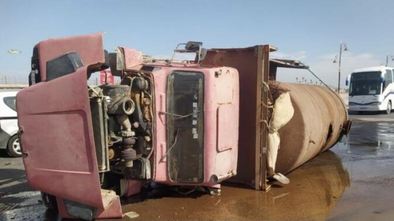 انحراف شاحنة صهريجية قرب المحطة الطرقية بالداخلة
