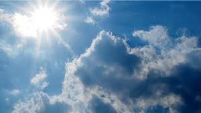 توقعات أحوال الطقس ليوم الإثنين.. أجواء حارة وسحب كثيفة بالسواحل