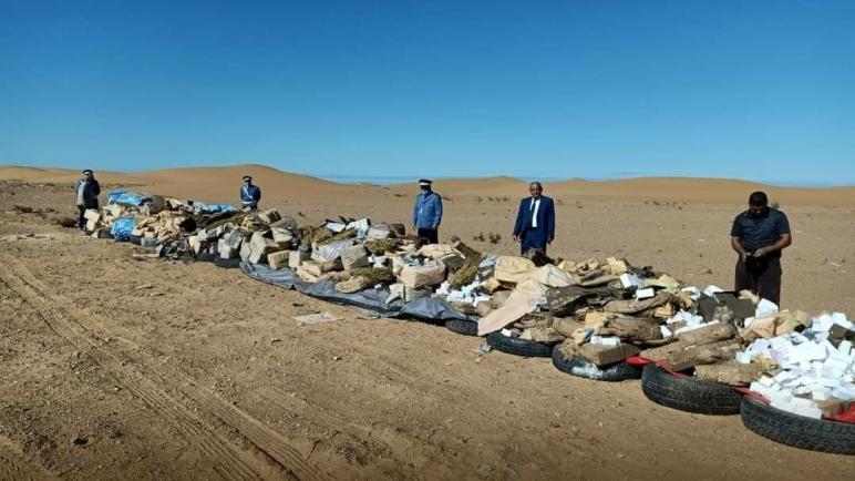 إتلاف وحرق كمية من المخدرات..طن و نصف من لحشيش و 74 كيلو من لمعسل و 637 قرص من القرقوبي