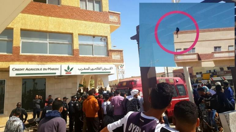 شاب يصعد أعلى بناية ببوجدور ويهدد بالانتحار