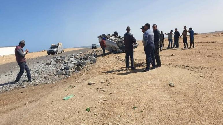 """حادث سير خطير قرب شاطئ """"القنديل"""" بمدينة الداخلة"""