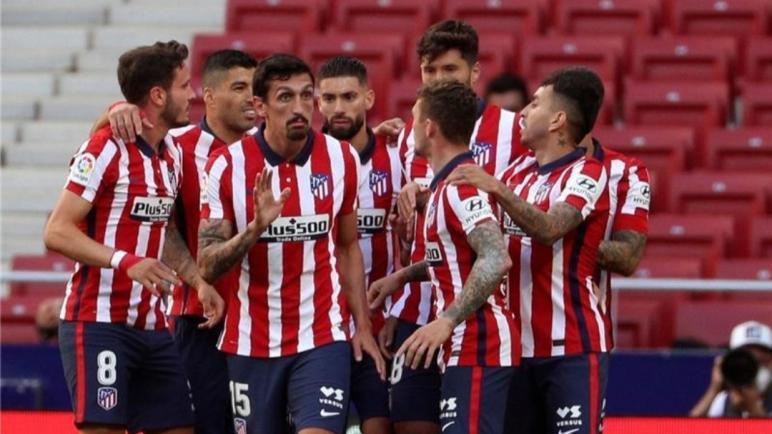 لدغة سواريز تبقي أتلتيكو مدريد على قمة الدوري الإسباني وبرشلونة يخرج من السباق رسميًا