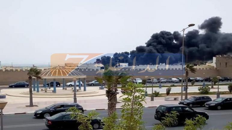 فيديو:حريق مهول يشب وسط ثكنة عسكرية بالداخلة