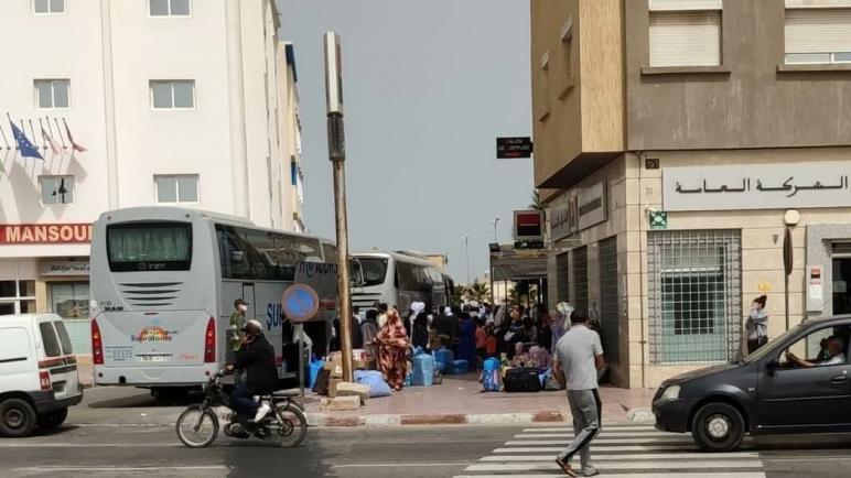 الداخلة…عالقين من موريتانيا وكوت ديفوار بداو كيرجعو لبلدانهم عبر الكركرات
