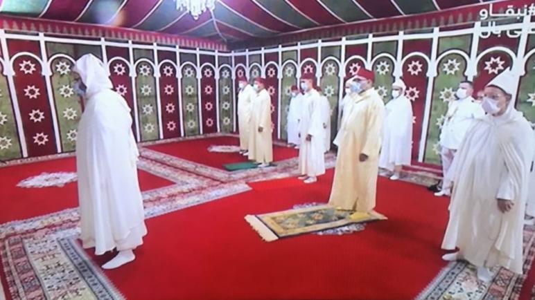 الملك محمد السادس يؤدي صلاة عيد الأضحى داخل خيمة في إحترام للتدابير الوقائية