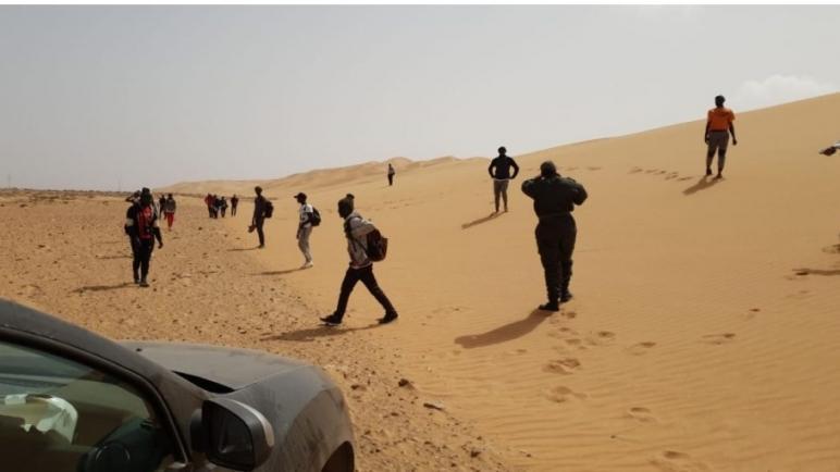 إيقاف 15 حراكَ من دول جنوب الصحرا جايين على رجليهم حدا الطرفاية
