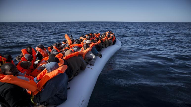 البحرية الملكية تقدم المساعدة لـ43 مهاجرا سريا قبالة سواحل العيون